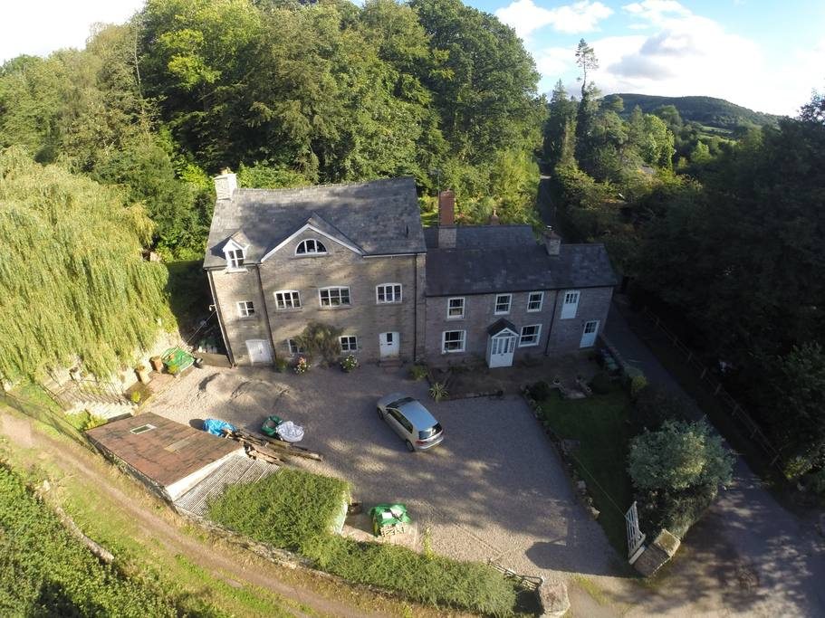 Entire home/flat in Hay-on-Wye, United Kingdom. Beautiful and peaceful cottage in Cusop, I mile from Hay-on-Wye, the famous book shop town. Adjacent to National Park with Offa's Dyke Path. The ...