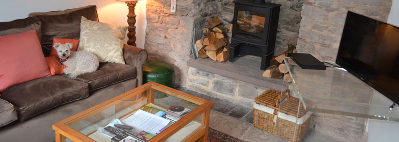 Cusop Mill Cottage is situated 1.5 miles from Hay on Wye next to the Dulas Brook. The foot path which leads past the cottage joins the Offa's Dyke Path, Hay Bluff and the Black Mountains. which is ideal for biking and hiking. The Offa's Dyke path also leads into the small town of Hay-on-Wye, kno...